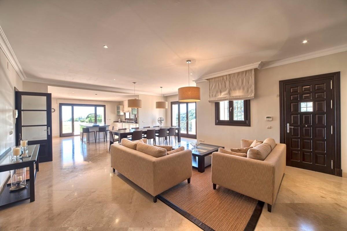 Anwesen mit möblierter luxusvilla in marbella kaufen nähe golfplatz