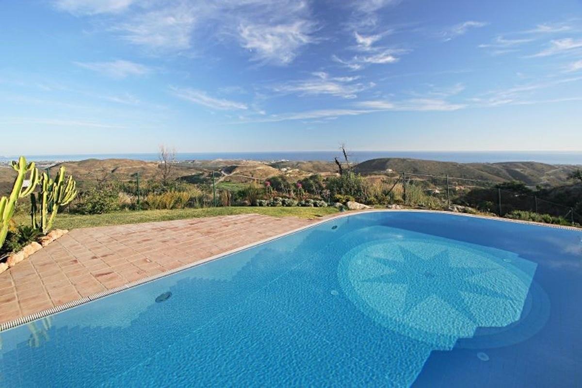 Komplett Neu Luxusvilla kaufen in Benahavís, Andalusien mit Meerblick, Pool  YH42
