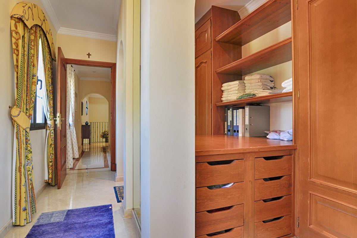 Luxurious villa in Nueva Andalucia, Golf Las Brisas-purchase